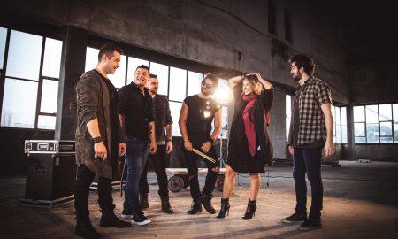 Banda Fortunia e Paolla Oliveira. Foto: Divulgação