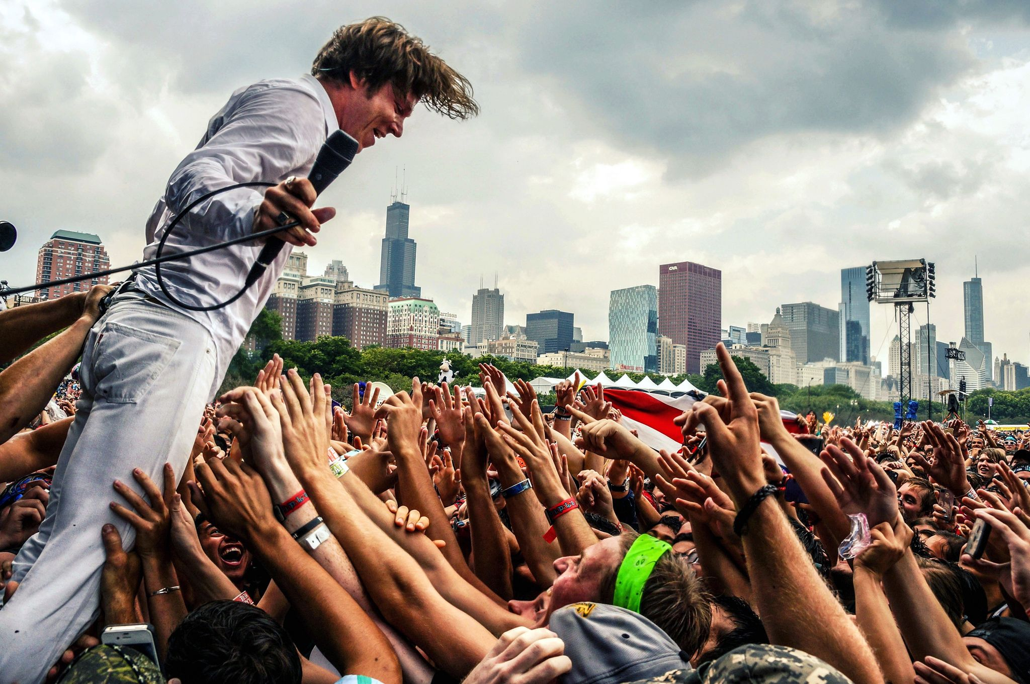 cage-the-elephant-matt-schultz-1-lollapalooza-2014-by-joshua-mellin