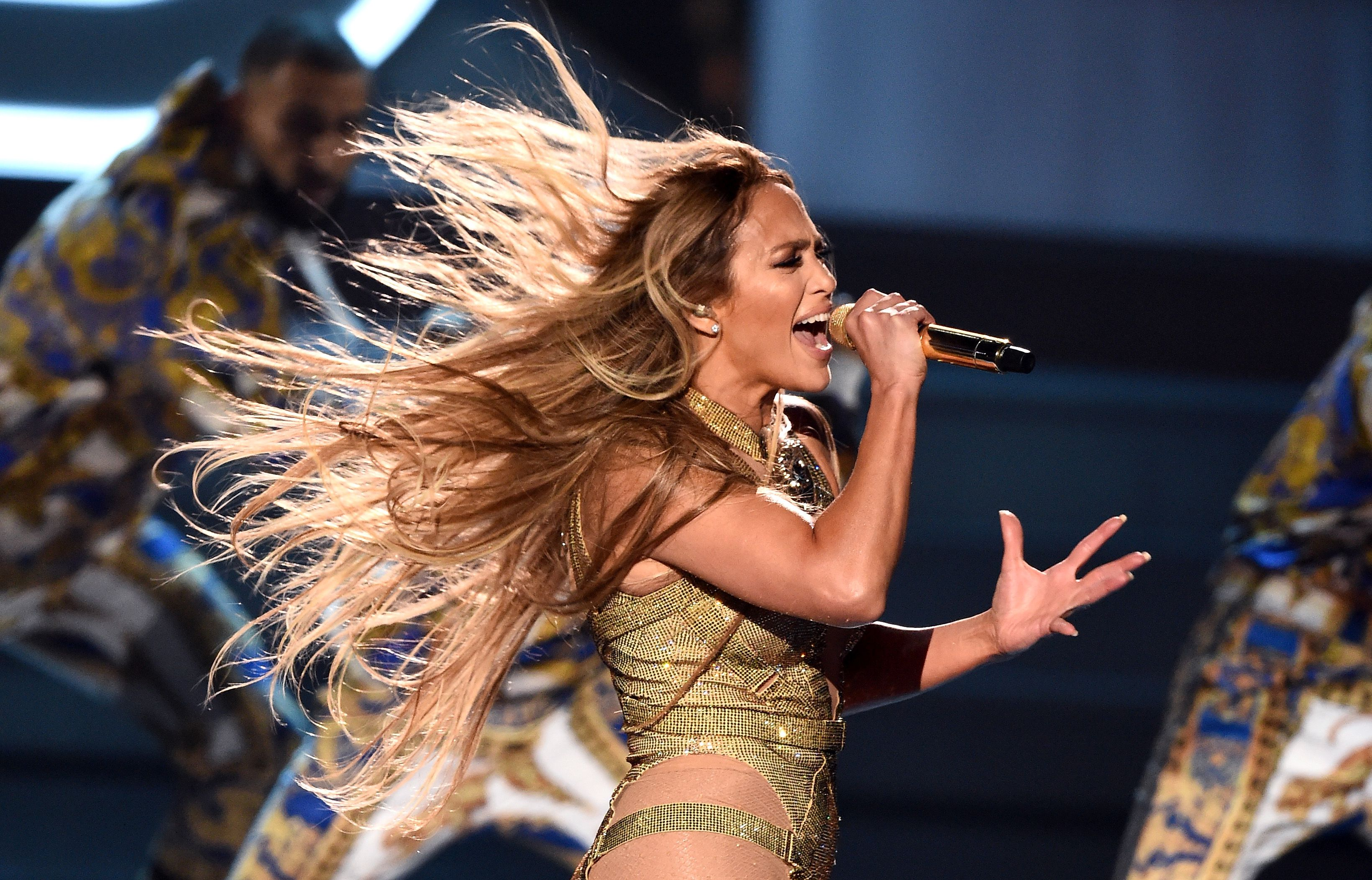 jennifer-lopez-performs-onstage-during-the-2018-mtv-video-news-photo-1020376838-1534819941