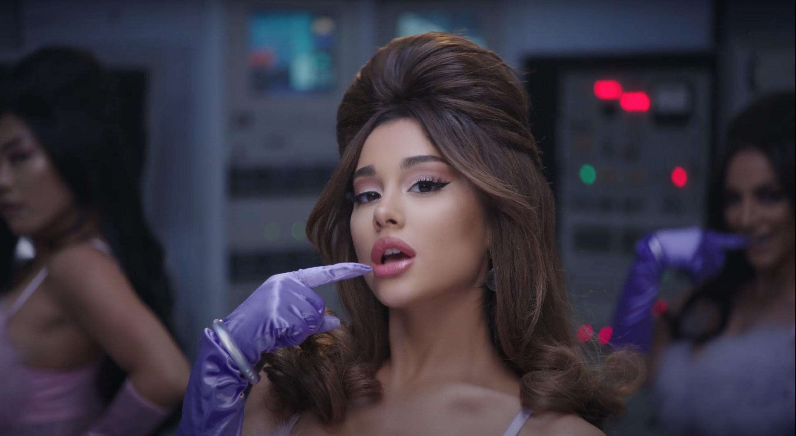 Ariana Grande 34+35. Foto: Divulgação/ Youtube.